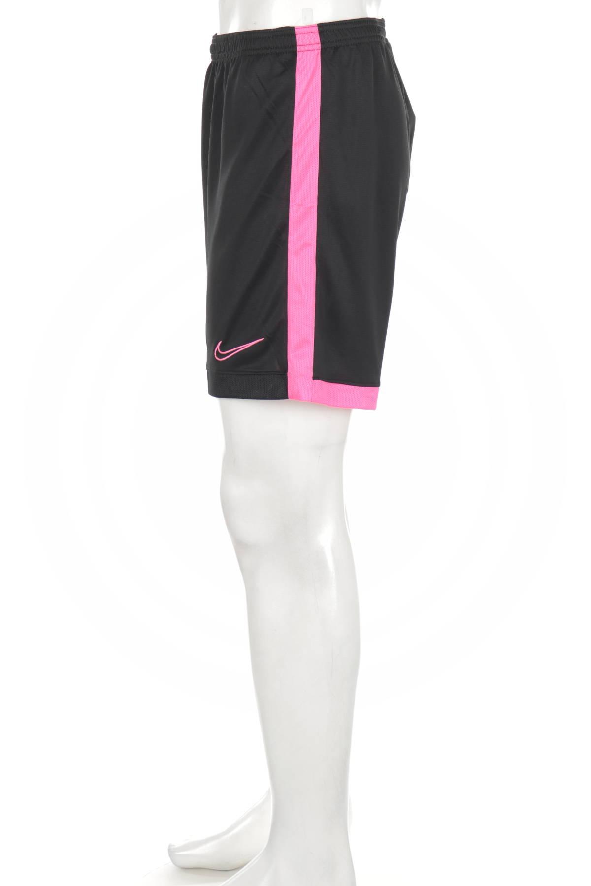 Спортни къси панталони NIKE3