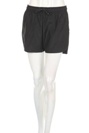 Спортни къси панталони WEEKDAY