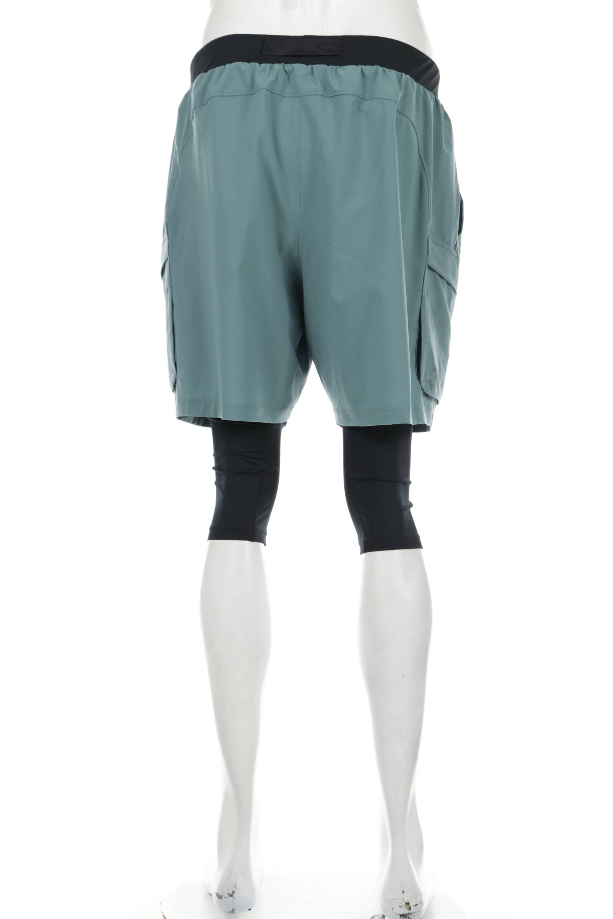 Спортни къси панталони UNDER ARMOUR2