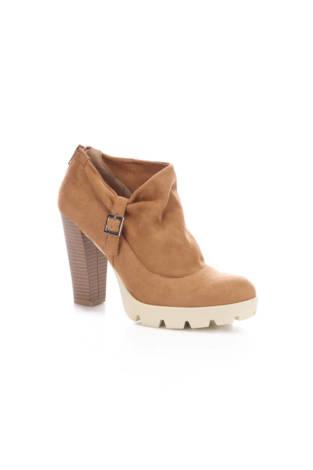 Обувки на ток Bata