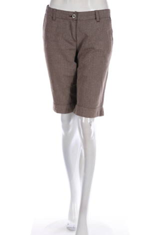 Къси панталони Und