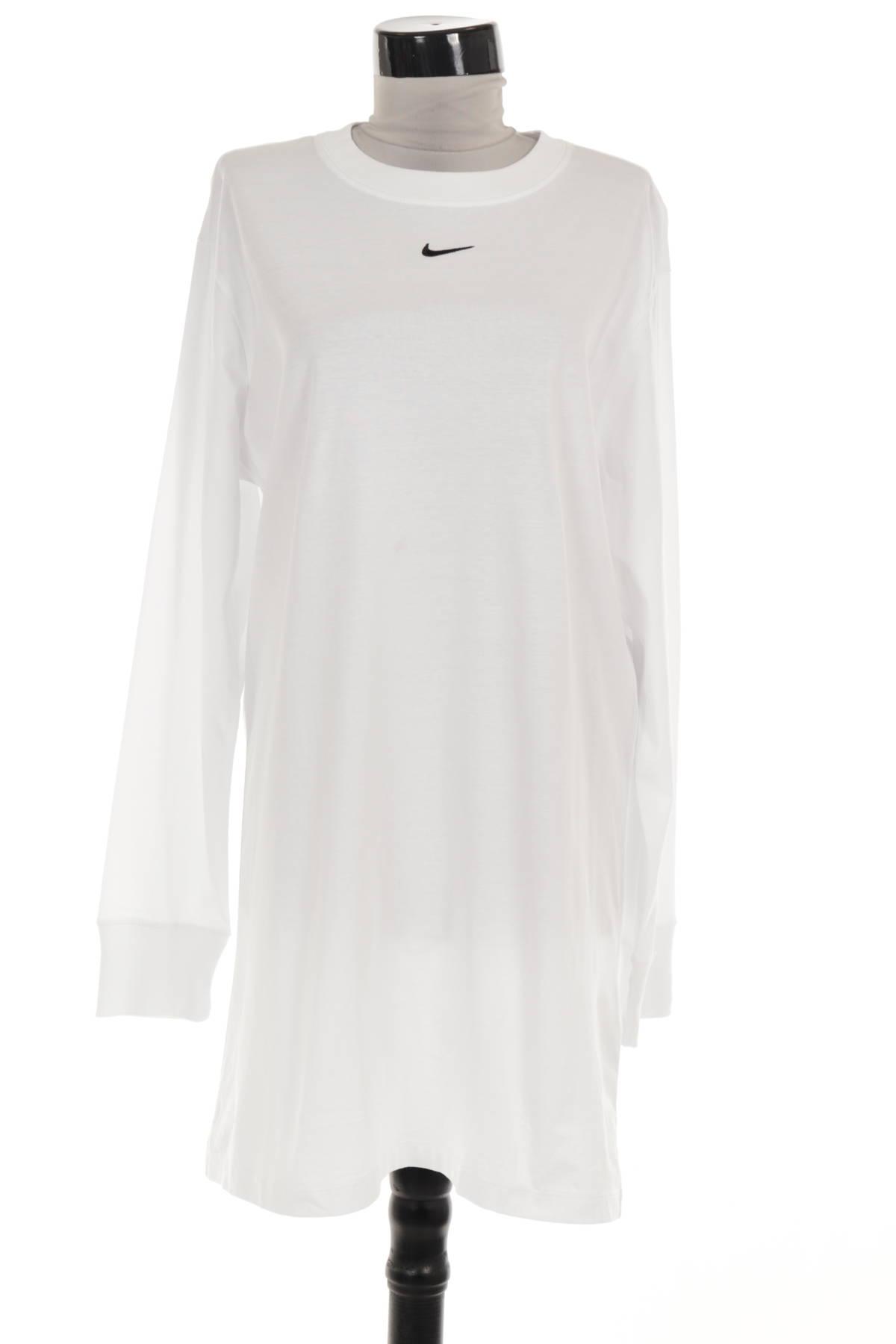 Ежедневна рокля NIKE1