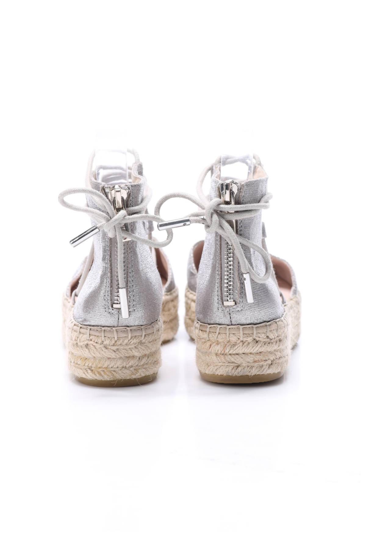Ниски обувки Carvela3