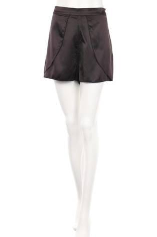 Къси панталони NA-KD