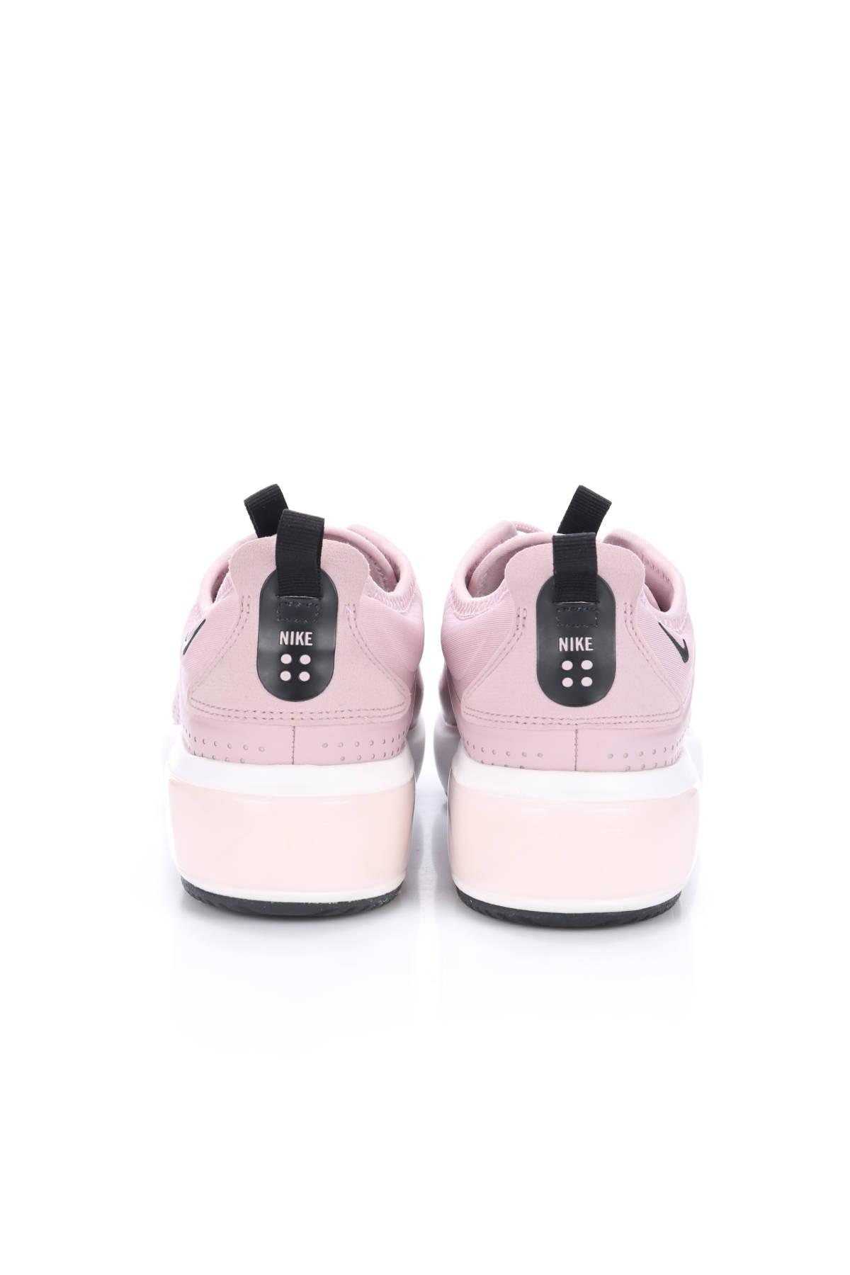 Маратонки Nike3