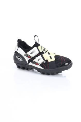 Спортни обувки NW