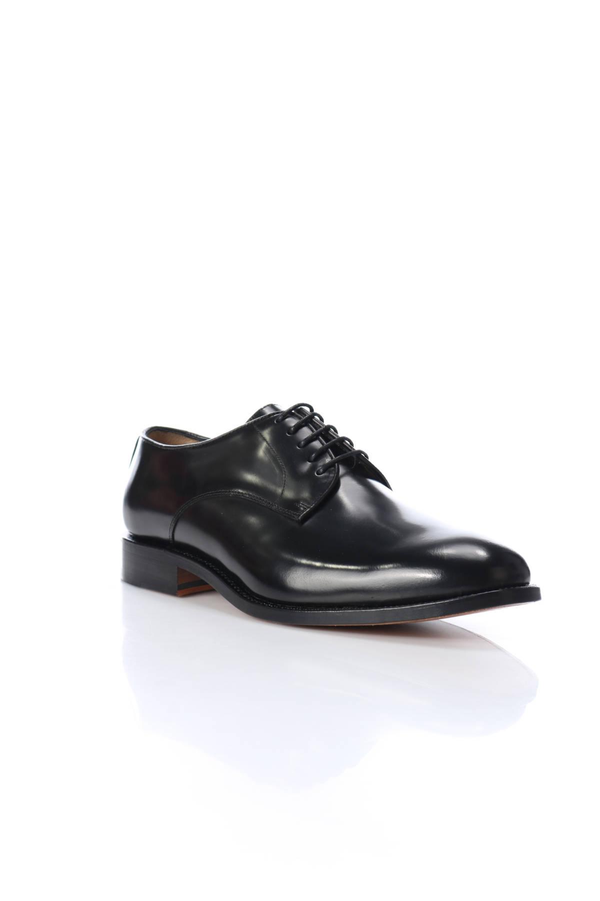 Елегантни обувки British Passport1