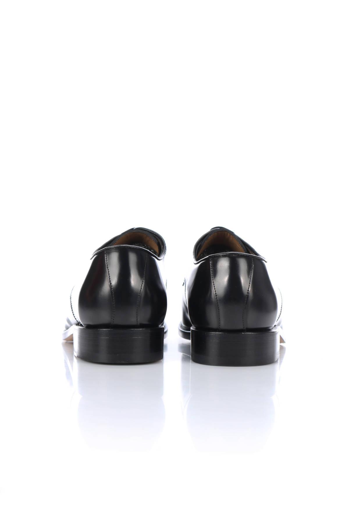 Елегантни обувки British Passport3